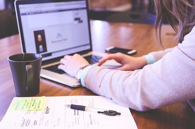 Themen wie die Registrierkassenpflicht Deutschland, GoBD Kasse, technische Sicherheitseinrichtung und die Kassennachschau werden auf dieser Seite behandelt und für Sie zum Nachschlagen bereitgestellt. (Foto: Unsplash/pixabay.com)